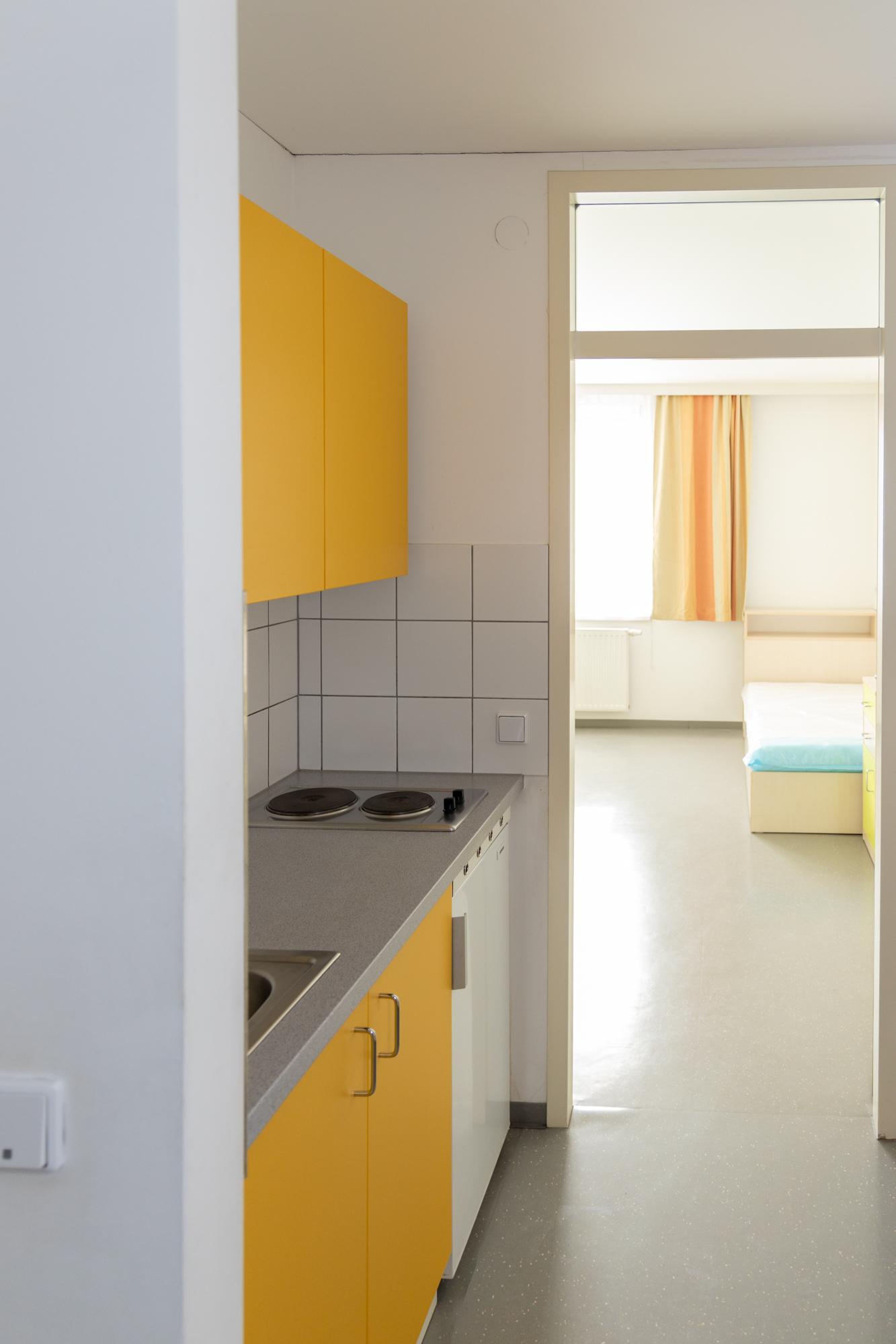 STARTPLATZ Ober St. Veit Vorraum mit Küchenblock